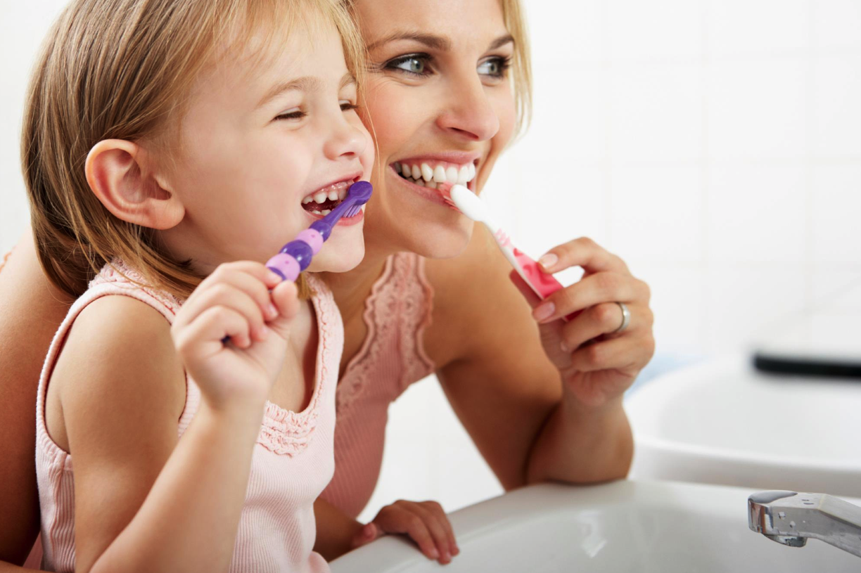Family brushing their teeth | Pediatric Dentist in Eugene OR | Oregon Kids Pediatric Dentistry